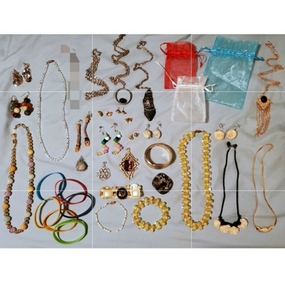 Huge Costume Jewelry Lot (33 pieces)